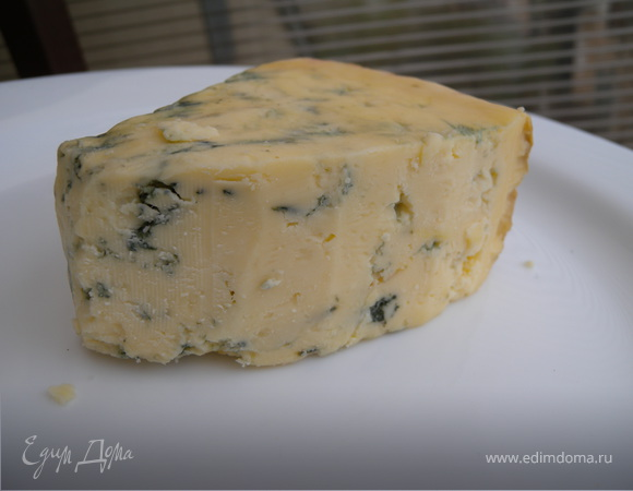 Суп-пюре из спаржи с голубым сыром