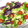 Салат из авокадо,помидоров,черемши,базилика и фисташек.