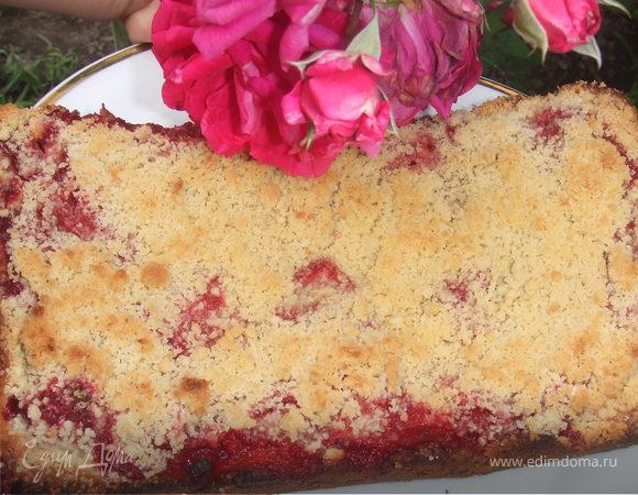 Клубничный пирог со штрейзелем