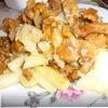 Жареный молодой картофель с лисичками.