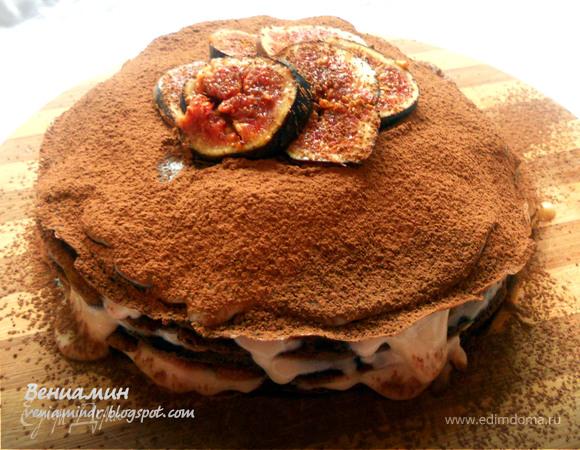 Шоколадный блинный пирог с инжиром и двумя видами крема