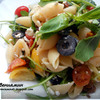 Салат с руколой, пастой и творожным сыром