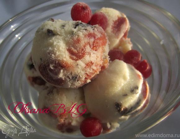 Мороженое с вишней и шоколадом