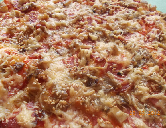 Пицца с салями и грибами