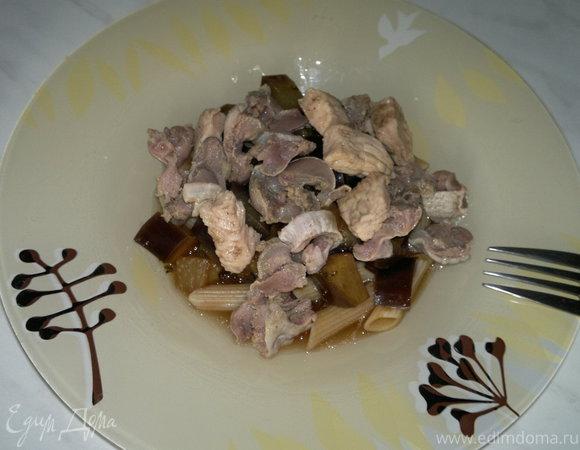 Паста с баклажаном в бальзамическом соусе и мясо птицы с кориандром