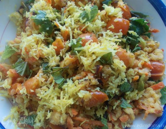 Салат из красной чечевицы с овощами и зеленью