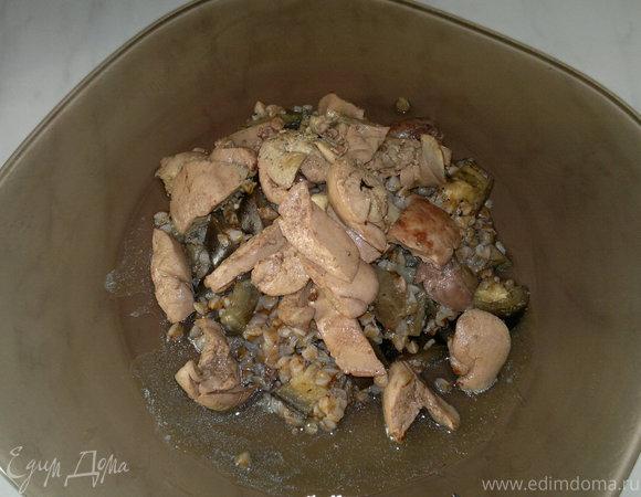 Острая гречневая каша с баклажаном, имбирем и чесноком, печень кролика с кориадром