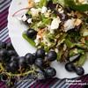 Салат с виноградом, фетой и миндальными лепестками
