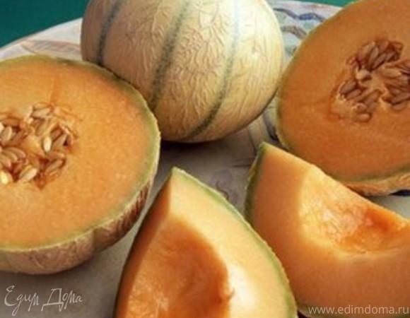 Блинчики со свежими фруктами и соусом из мускусной дыни