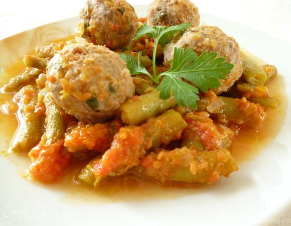Спаржевая фасоль с фрикадельками в пикантном соусе