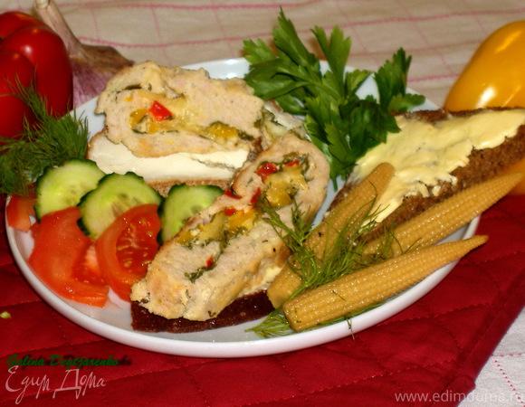 Рулет из индейки с сыром, сладким перцем и петрушкой