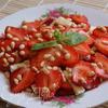 Карпаччо из клубники с сыром и орешками