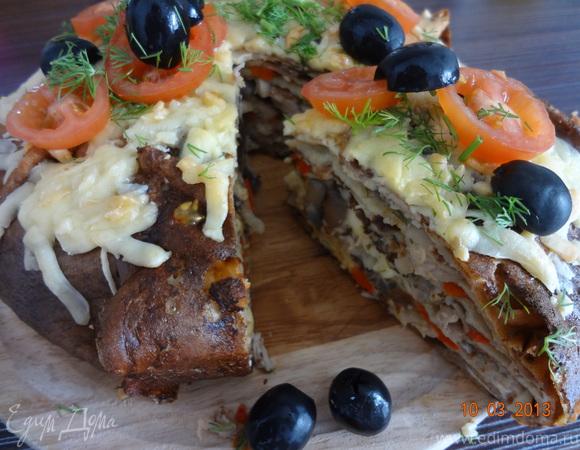 Блинчатый пирог с курицей и грибами