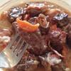 Маринованная говядина под соусом с беконом