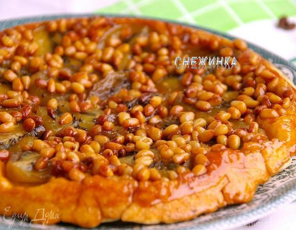 Пирог-перевертыш с киви и кедровыми орешками