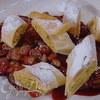 Штрудель с начинкой из козьего сыра с виноградом в портвейне