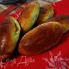 Сладкие печеные пирожки с абрикосами