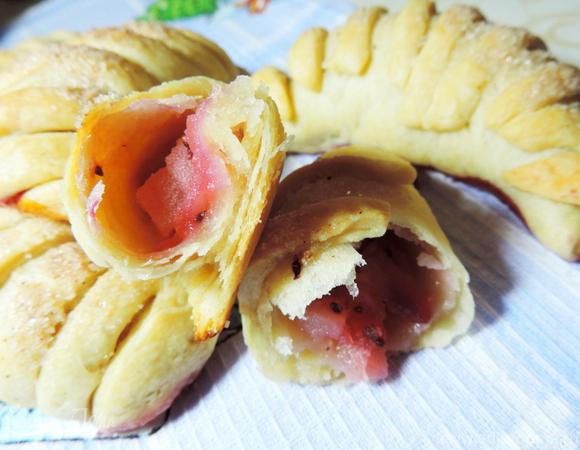 Ложное слоеное тесто и рогалики с яблоками из него