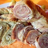 Слоеные пироги-рулеты с несладкими начинками