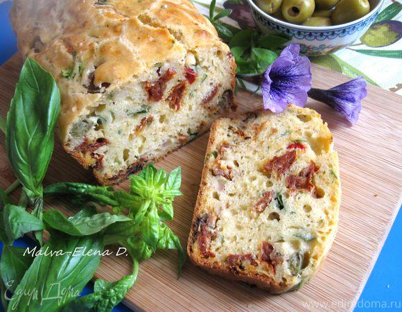 Кекс закусочный с вялеными помидорами, оливками и шпинатом