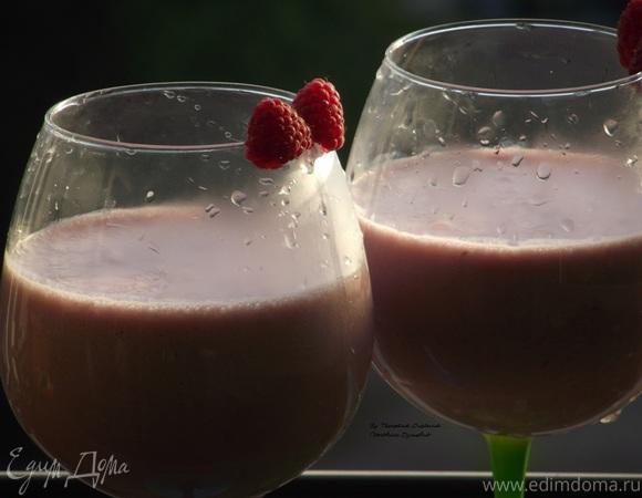 Малиновый коктейль с мороженым