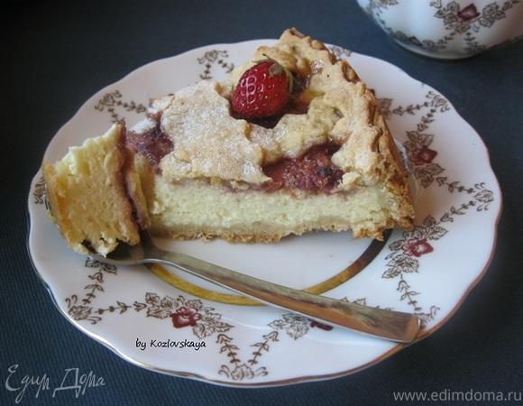 Песочный пирог с творогом и клубничным джемом