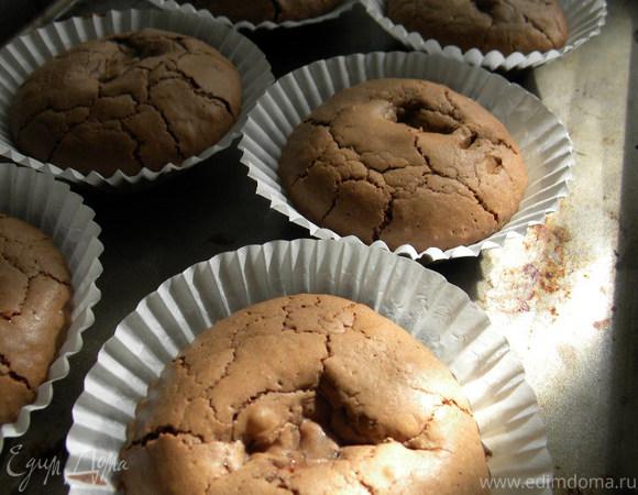 Шоколадные кексы с яблочным джемом и легким безе