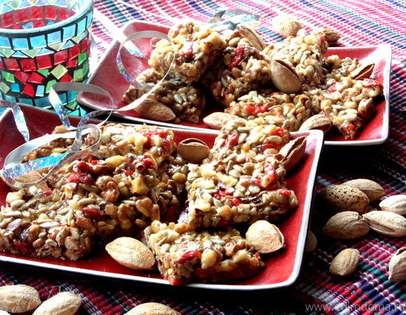 Козинаки из орехов, семечек и ягод годжи