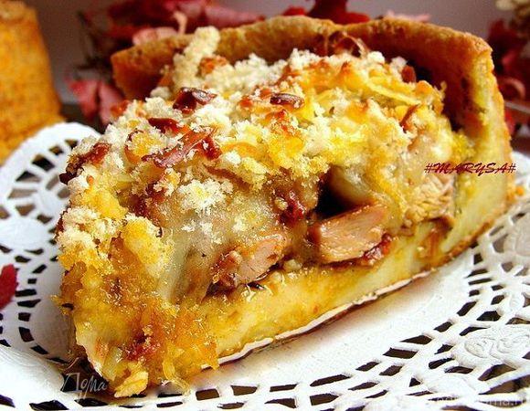 Пирог с курицей, песто, вялеными помидорами и моцареллой