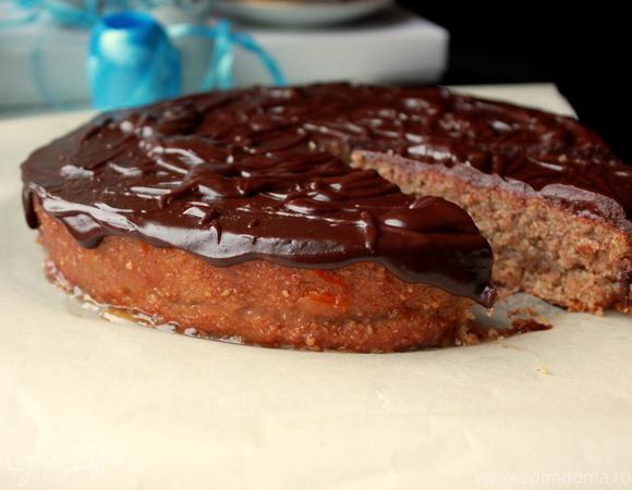 Ореховый торт с шоколадной глазурью и апельсиновым джемом