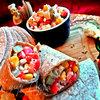 Перекус в тортилье с рыбой и овощами