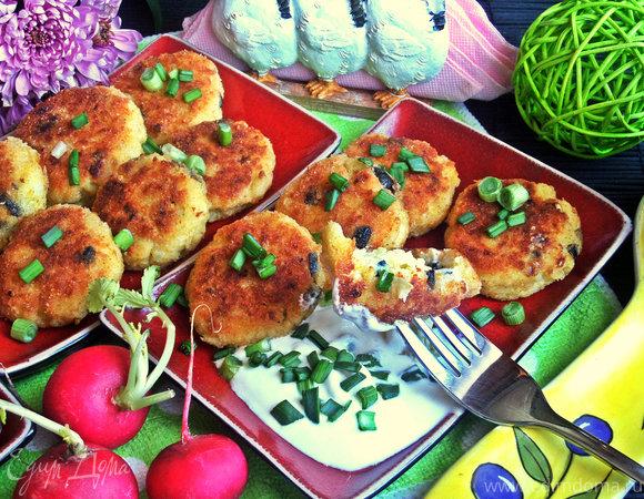 Биточки из картофеля и творога с маслинами