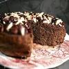 Миндально-шоколадный торт с вишнёвой глазурью