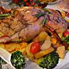Утка, фаршированная тыквой с яблоками и запеченная в медовом соусе