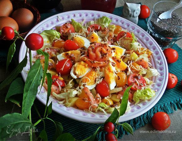 Салат с лососем, яйцом, овощами и семенами чиа