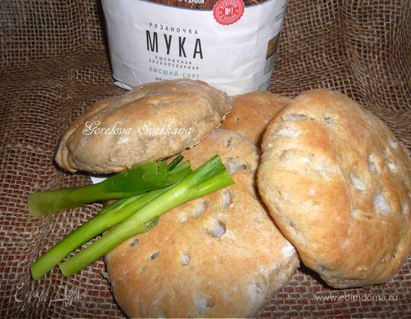 Пшенично-ржаные лепешки с луком