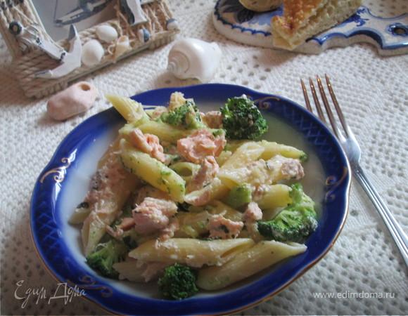Пенне ригате с лососем и брокколи под сливочным соусом