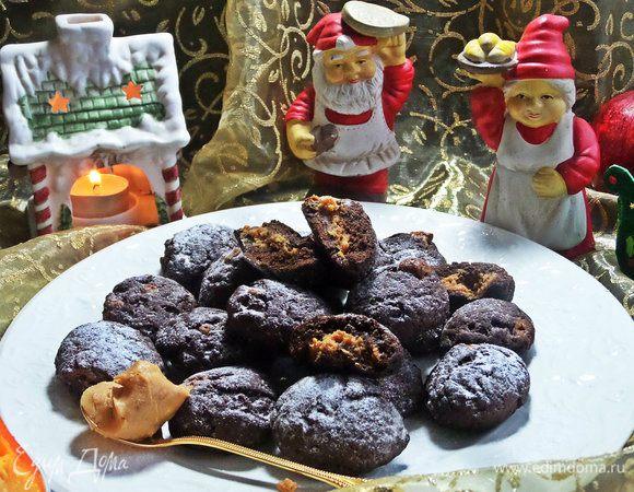 Шоколадное печенье с арахисовой начинкой
