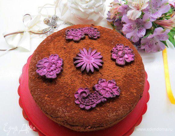 Шоколадно-бархатный пирог с маскарпоне