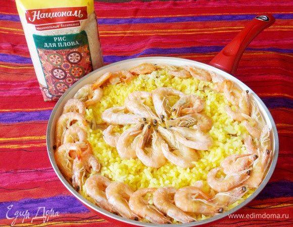 Рис с креветками, курицей и копчеными колбасками
