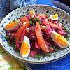 Лососевый салат со свеклой