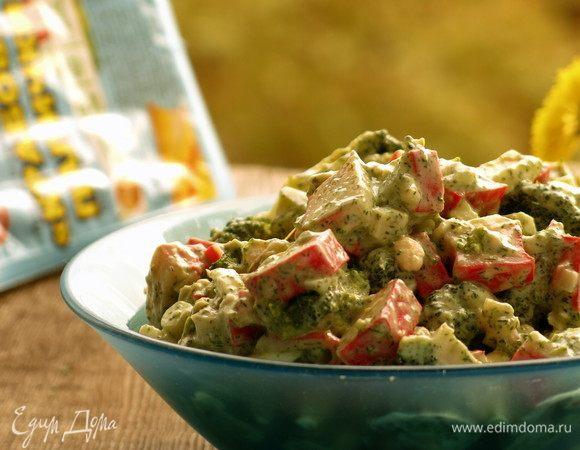 Салат с крабовыми палочками и соленой заправкой