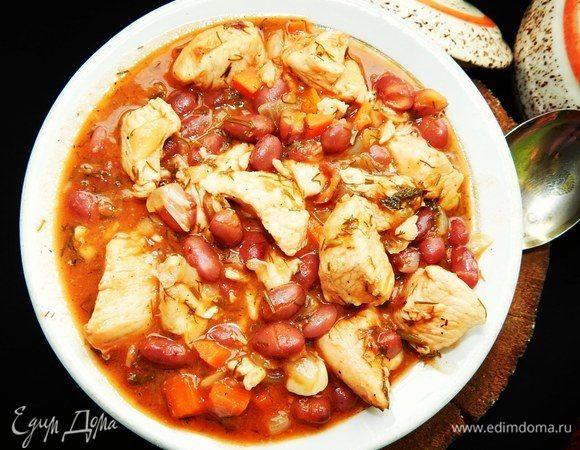 Горшочки с куриным филе и красной фасолью