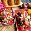 Томатный салат с фасолью и ржаными кубиками