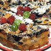 Заливной пирог с персиками и голубикой