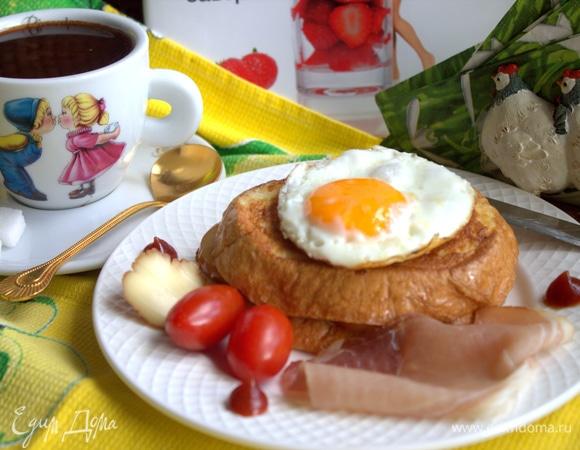 Крок-мадам с горячим шоколадом