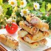 Закусочные трубочки с колбасой и луком