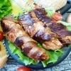 Cочное куриное филе, обжаренное в беконе