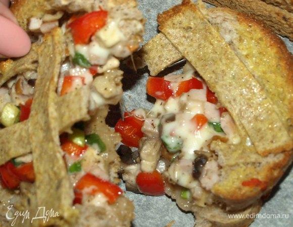 Горячие бутерброды с грибами, карбонадом и сыром