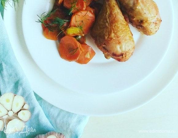 Запеченные куриные голени на подушке из овощей